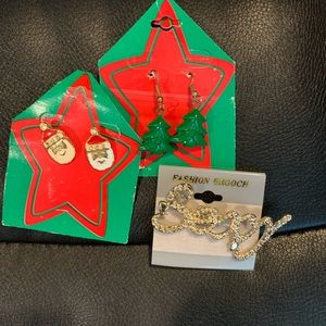 C20 LOT CHRISTMAS EARRINGS & SEXY BROOCH PIN SANTA